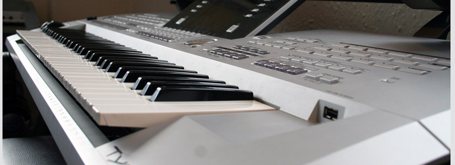A electronic keyboard used for lessons